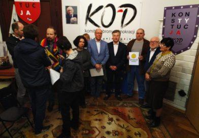 """Wyborcza Lublin: KOD sprzeciwia się stanowisku sejmiku dotyczącemu """"ideologii LGBT"""". Rozpoczyna kampanię"""